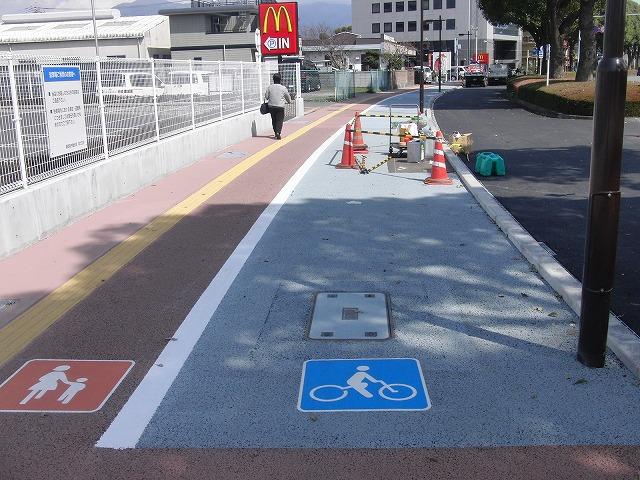 整備が進む自転車道と、それに関する大きな疑問_f0141310_874644.jpg