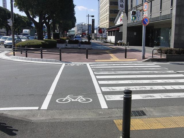 整備が進む自転車道と、それに関する大きな疑問_f0141310_882977.jpg