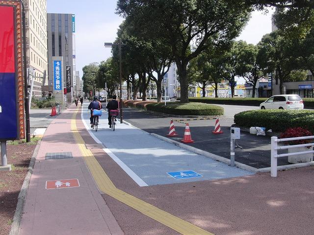整備が進む自転車道と、それに関する大きな疑問_f0141310_88346.jpg