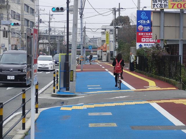 整備が進む自転車道と、それに関する大きな疑問_f0141310_893099.jpg