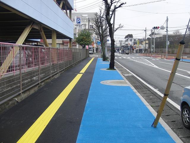 整備が進む自転車道と、それに関する大きな疑問_f0141310_89558.jpg
