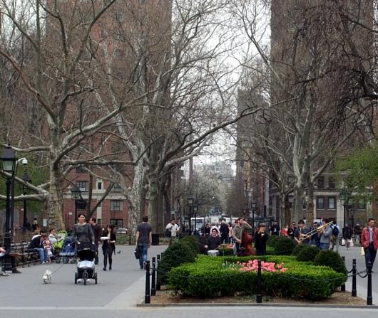 すっかり春らしくなったニューヨークの公園風景_b0007805_2264663.jpg