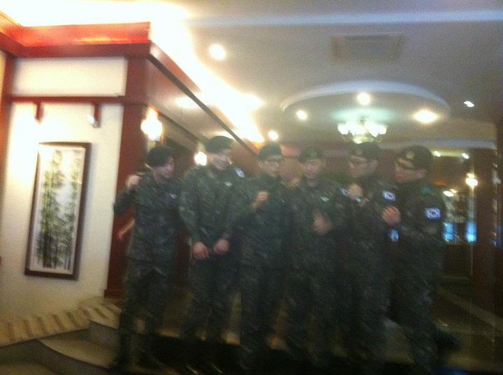 RAINの公式ベトナムのファンが別れを告げる _c0047605_1665880.jpg