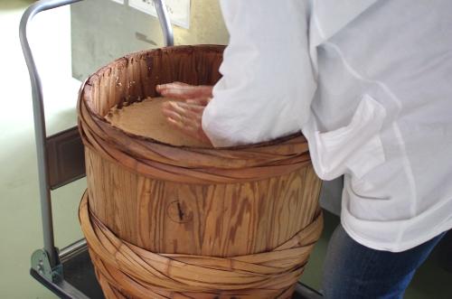 味噌作り2012 3日目~米麹の塩切り、大豆をすりつぶす、味噌玉~_c0110869_759243.jpg