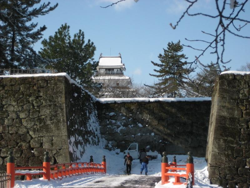 会津で正月(7)雪の鶴ヶ城 _c0013687_20465225.jpg