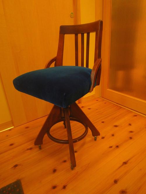 椅子生地の張り替え_c0103137_9573124.jpg
