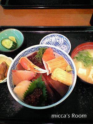 鮪屋みやぎで海鮮丼_b0245038_19271033.jpg