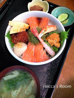 鮪屋みやぎで海鮮丼_b0245038_192719100.jpg