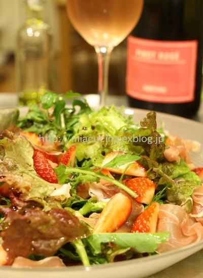 3月のワインといちごのサラダ_b0107003_1654063.jpg