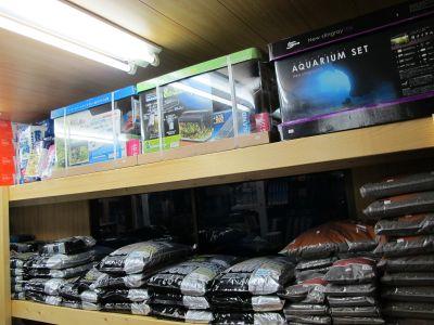 小さな田舎の店舗なりにいろいろソイルを取り揃えてます。_a0193105_23373326.jpg