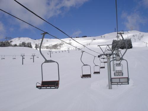 まだまだ雪は残っています_e0266363_13445545.jpg