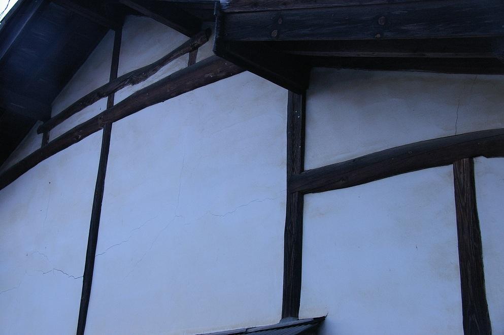 上田市で見た古民家の壁面_f0163491_22372227.jpg