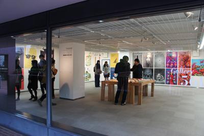 多摩美術大学大学院グラフィックデザイン領域 イラストレーションスタディーズ修了制作展2012開催中です _f0171840_1531469.jpg