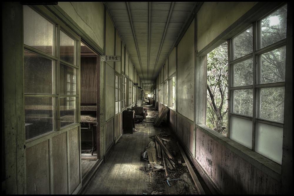 ストロング・ラブ博士の疑問!:「なぜ西日本へ避難しないのか?」_e0171614_10473598.jpg