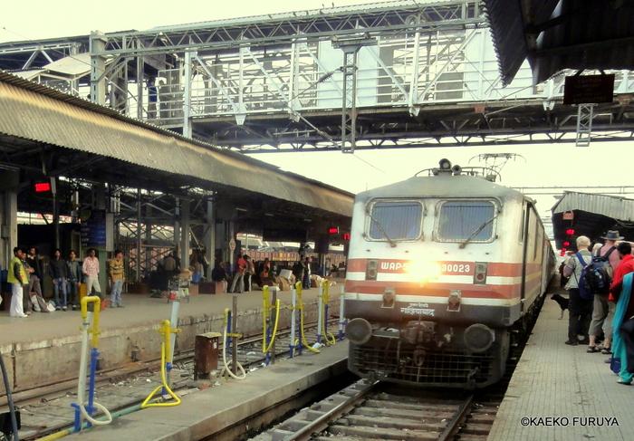 インド旅行記 23 列車でアグラへ_a0092659_23542449.jpg