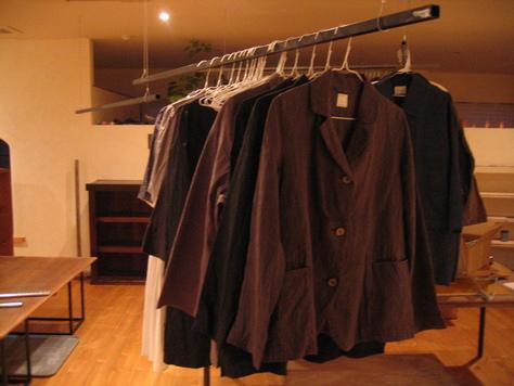 ギャラリーで洋服を買う_a0157159_2315961.jpg