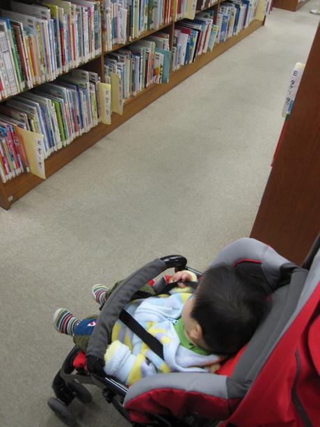図書館までお散歩_d0229469_15591598.jpg