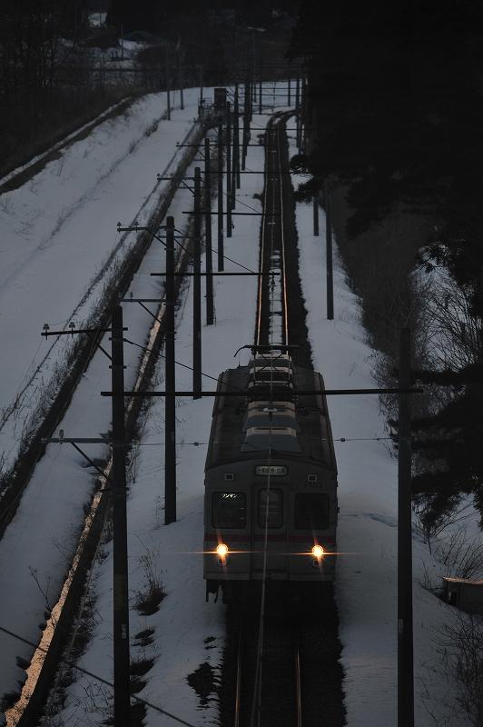 夕暮れの光の中で  十和田観光電鉄_f0050534_811437.jpg