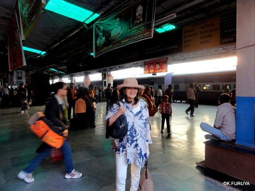 インド旅行記 23 列車でアグラへ_a0092659_1273054.jpg