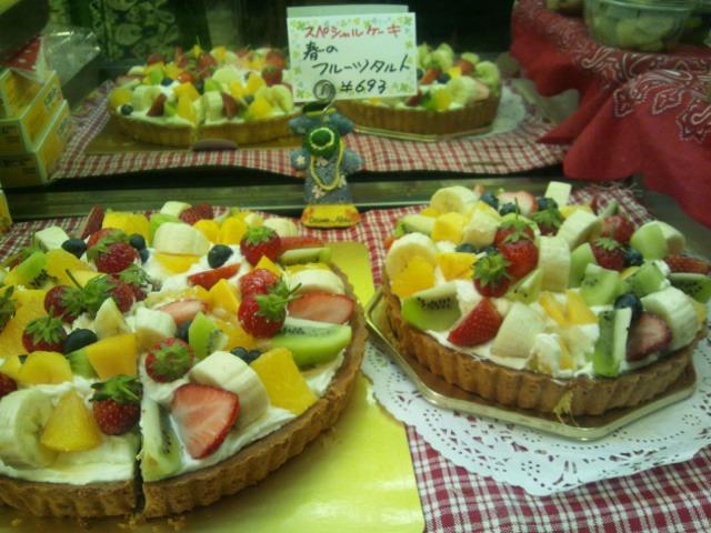【コンの写メ日記♪】今月のスペシャルケーキ♪ 「春のフルーツタルト」_c0069047_1324212.jpg