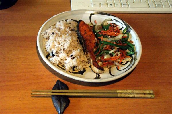 夕飯は焼き魚_e0166355_1792834.jpg