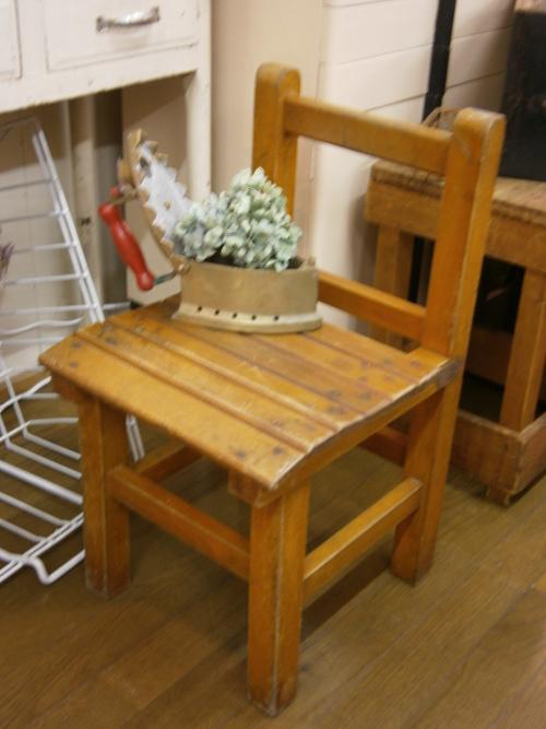 学校の椅子♪_e0199317_20504172.jpg