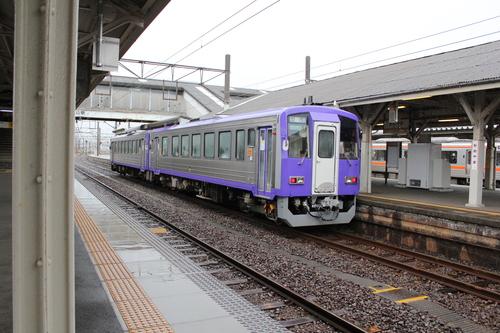 キハ120形 亀山駅にて_d0202264_7233766.jpg