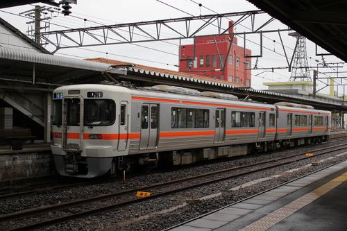 キハ120形 亀山駅にて_d0202264_725899.jpg