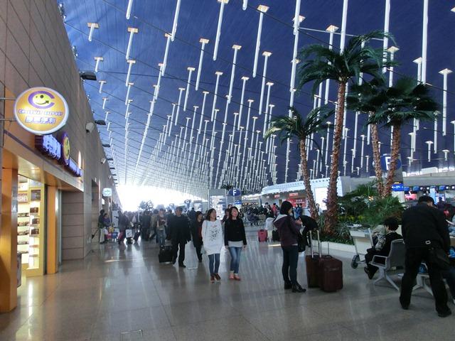 上海空港の夕焼け・・・・夕日に映えた、美しい上海空港①_d0181492_2156417.jpg