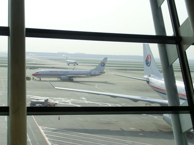 上海空港の夕焼け・・・・夕日に映えた、美しい上海空港①_d0181492_21591158.jpg