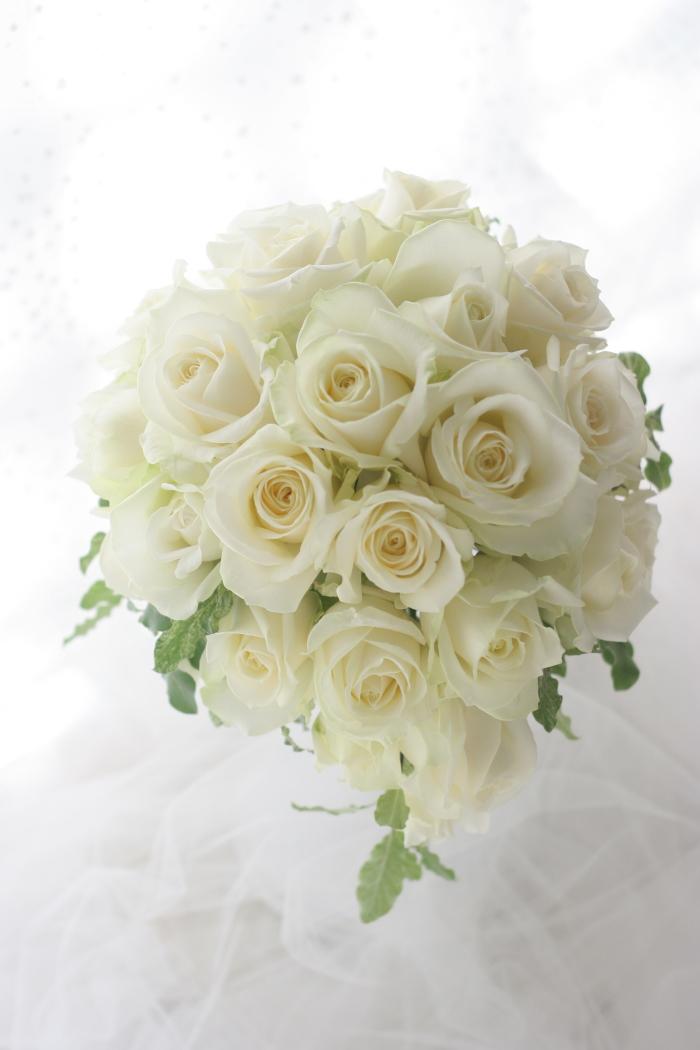 大輪の白バラのブーケ 幸せの涙のしずく ウェスティンホテル東京様へ_a0042928_1745595.jpg