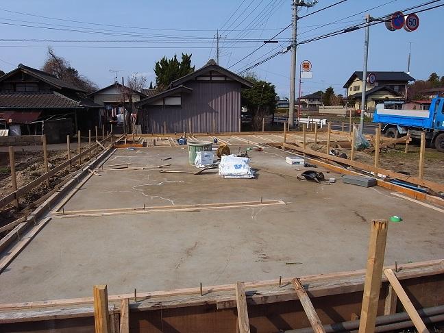 Kさんオートガレージ基礎工事中 2012/4/2_a0039934_17412819.jpg
