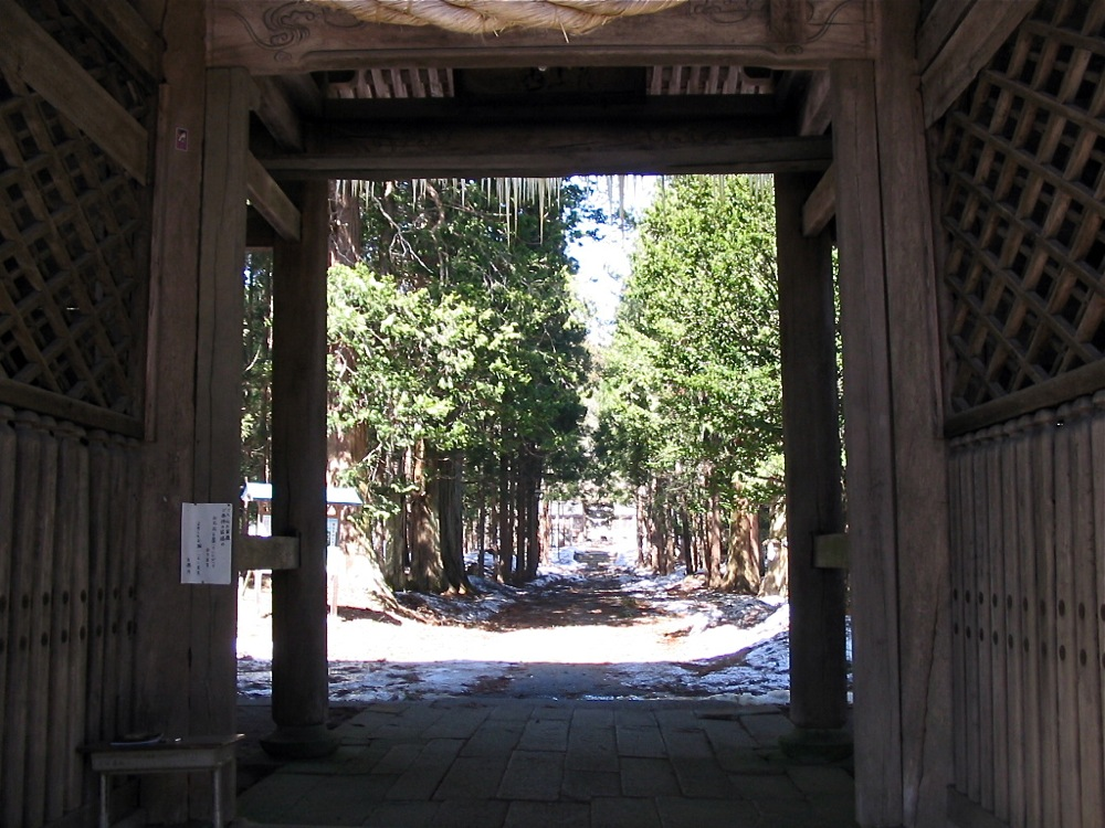 門の向こうに・・・_d0001843_954439.jpg