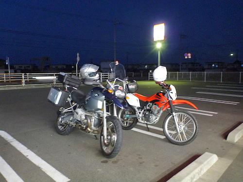 外でバイクごはん!?_b0183681_2327064.jpg