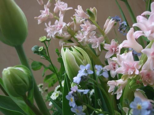 オークリーフ(チューリップと春の球根切り花のアレンジメント)_f0049672_13242122.jpg