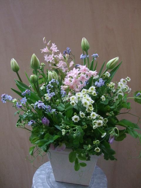 オークリーフ(チューリップと春の球根切り花のアレンジメント)_f0049672_13242865.jpg