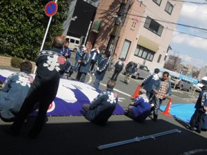 浜松まつり、初凧の糸目付け_e0030586_22445199.jpg