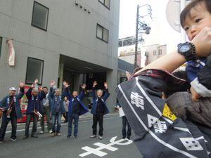 浜松まつり、初凧の糸目付け_e0030586_22512899.jpg