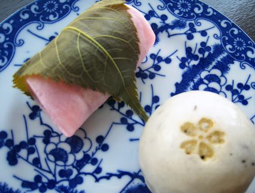 昔のお皿と桜のお菓子♪横浜物語に掲載されました!_e0092594_1593871.jpg