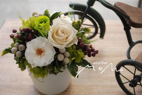白とグリーンのバラで_a0136507_19405931.jpg