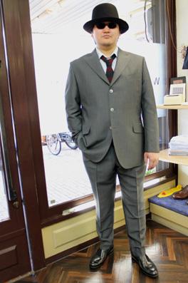 グレースーツの男_b0081010_1742307.jpg