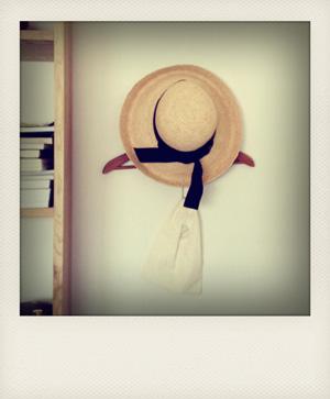 手が伸びる....帽子。_c0112142_32623100.jpg