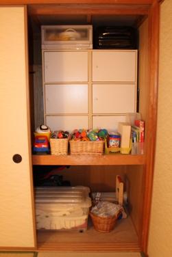 ・和室のおもちゃ収納。_d0245268_0321893.jpg