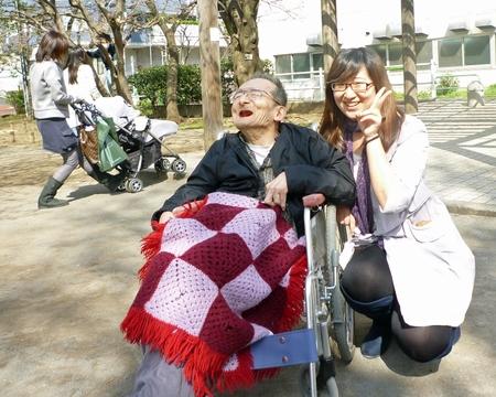 漢語角の仲間が車椅子介助ボランティアに参加_d0027795_11461838.jpg