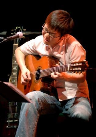 「JIN-仁-」や「ダーウィンが来た」のメインテーマ、二胡奏者ウェイウェイ・ウーさんのLIVEです!_d0115919_18285517.jpg