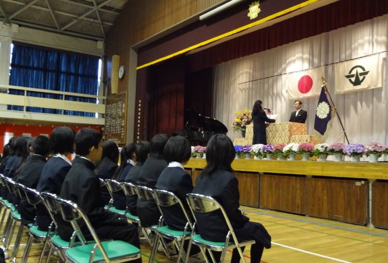 市立中学校で入学式_f0059673_22234053.jpg