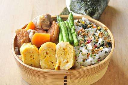 玉子焼きと煮物弁当_b0171098_8213751.jpg