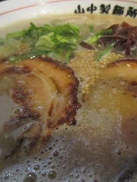 山中製麺所 / 船場に来た豚骨ラーメン_e0209787_1333620.jpg