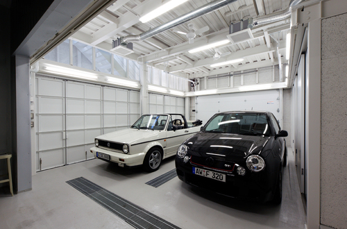 地方都市の住宅地に作られたなんだか用途のよくわからない小さなガレージにだって建築の世界は変えられる_e0154707_4261128.jpg