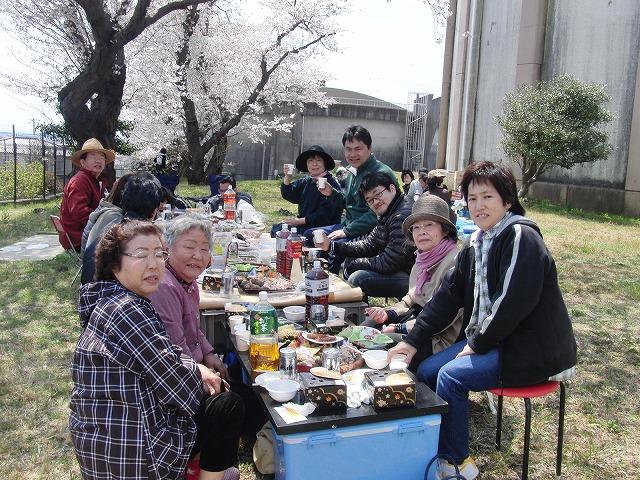 富士市上水道の泉ヶ丘配水地で駿河台3丁目の花見会_f0141310_7135440.jpg